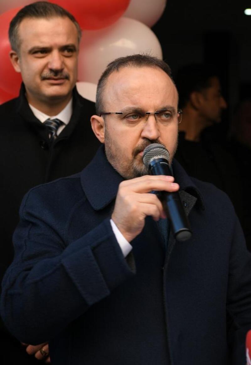 AK Parti'li Turan: O bayrağa uzanan el kırılır