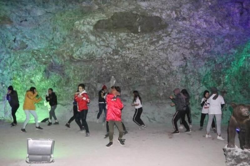Boksörler tuz mağarasında antrenman yaptı