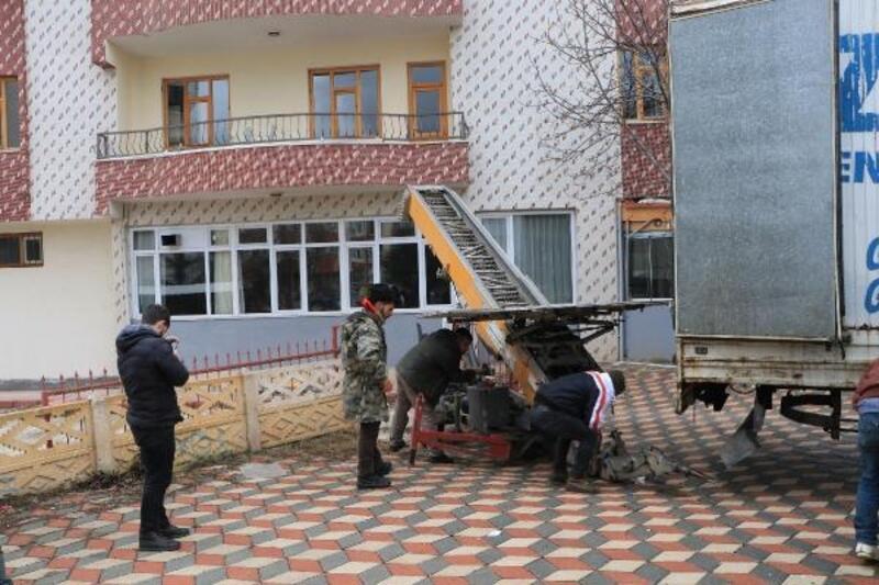 Nakliyeciler, Elazığ'da depremzedeler için seferber oldu