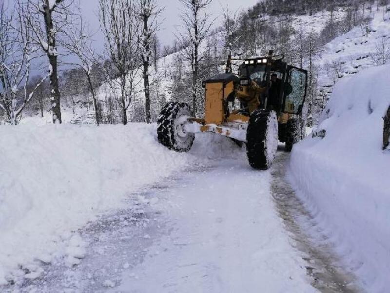 Rize Özel İdaresi'nin 'KAR-delen' ekibi karla mücadele ediyor