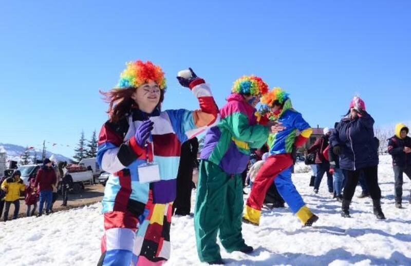 Mersin'de ilk kez düzenlenen 'Kar Festivali'nde renkli görüntüler