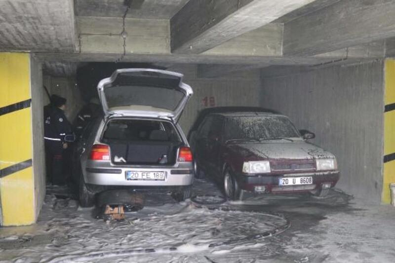 Otoparktaki otomobil yandı