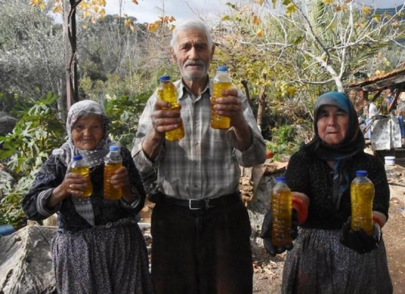 Atalarından kalma yöntemle zeytinyağı üretiyorlar