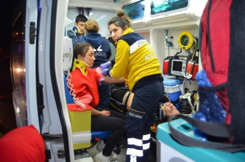 Sömestir tatil dönüşü kaza: 3'ü öğrenci, 7 yaralı