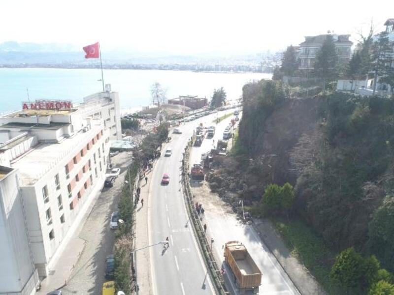 Ordu'da, heyelan nedeniyle kapanan karayolu, ulaşıma açıldı
