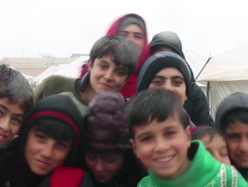 Suriye'de bombardımandan kaçan aileler, evlerine dönmek istiyor
