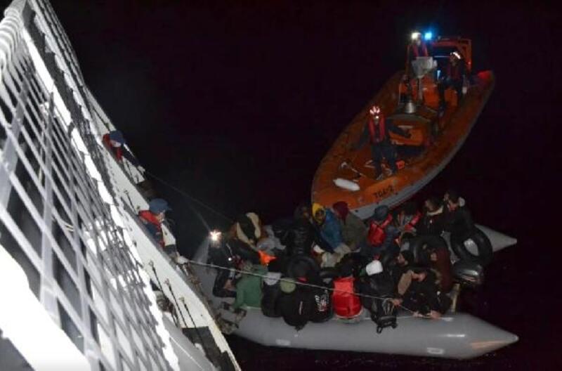 Seferihisar açıklarında, 29 kaçak göçmen yakalandı