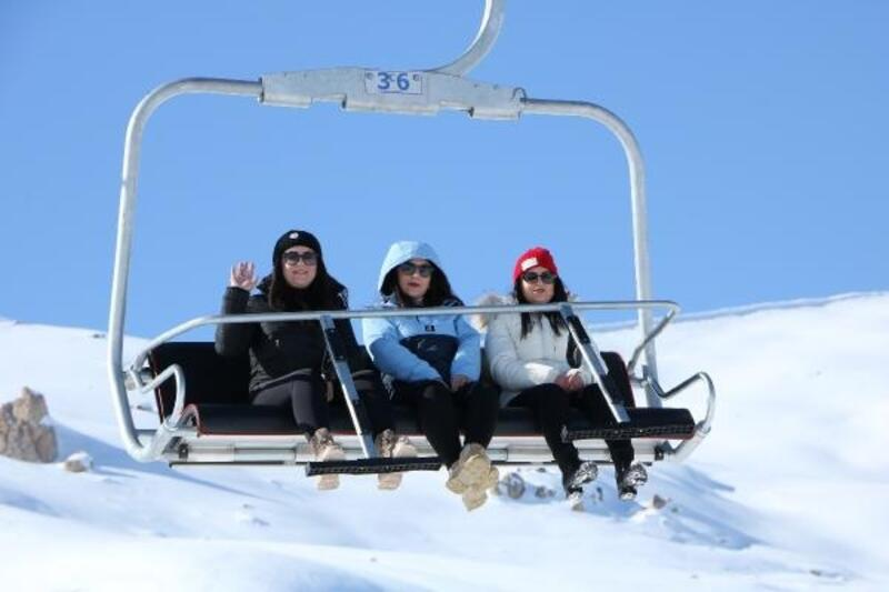 Hakkari'de kayak merkezi hafta sonu doldu