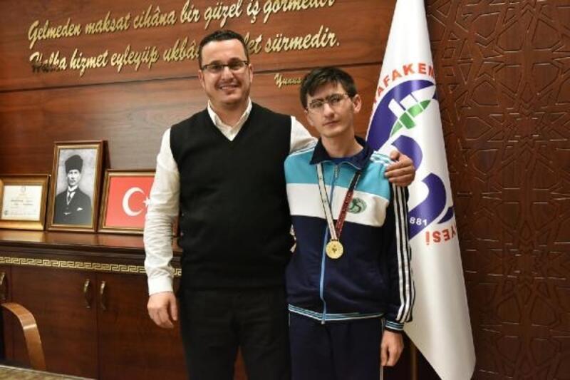 Engelli sporcudan Başkan Kanar'a ziyaret