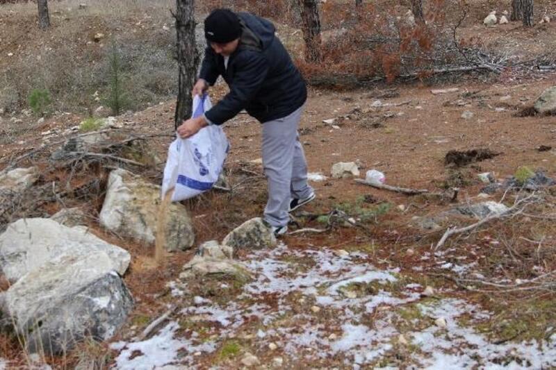 Amasya'da karlı bölgelere hayvanlar için yem bırakıldı