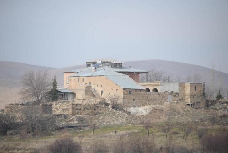 Depremin vurduğu Elazığ'da 708 yıllık konak, sapasağlam ayakta kaldı