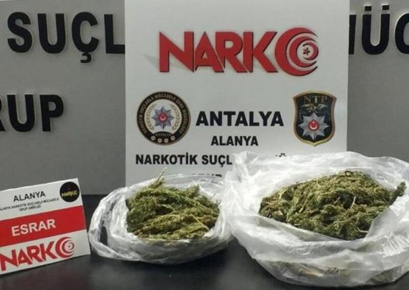 Durdurulan şüphelilerden uyuşturucu çıktı