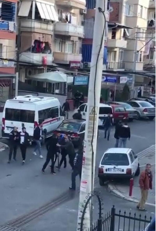 İzmir'de sokak ortasında pompalı tüfekli kavga