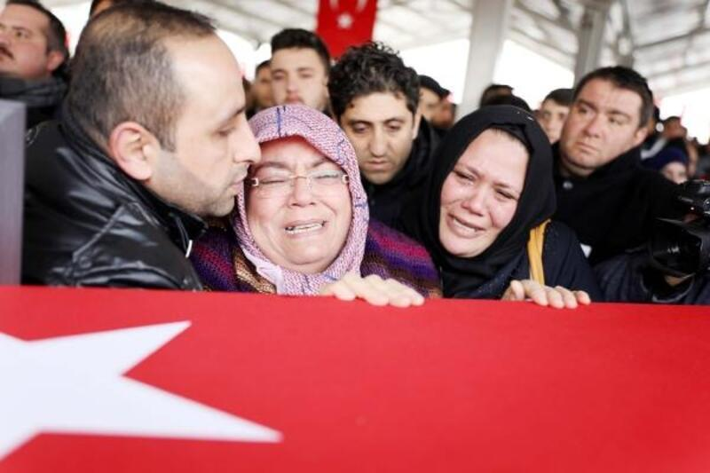 Şehit Uzman Çavuş Özler, gözyaşlarıyla son yolculuğuna uğurlandı