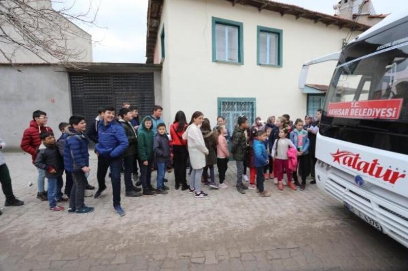 Akhisarlı çocuklar depremler sonrasında sinemayla moral buldu