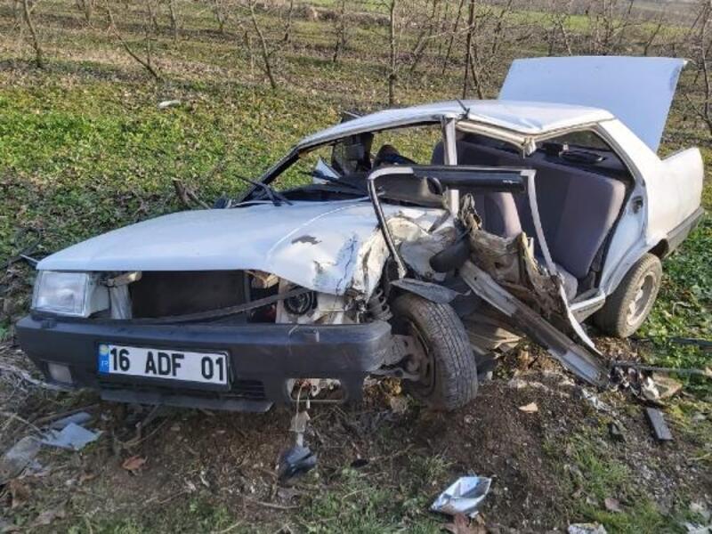 Hafif ticari araç ile çarpışan otomobil hurdaya döndü: 6 yaralı