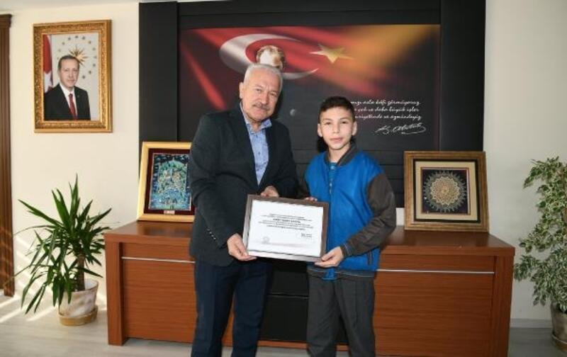 Depremzedelere bağış yapan 13 yaşındaki Ahmet'e teşekkür