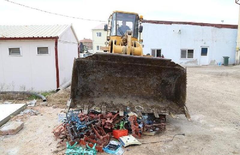 Edirne'de Çin malı tartılar kepçeyle ezilerek, imha edildi