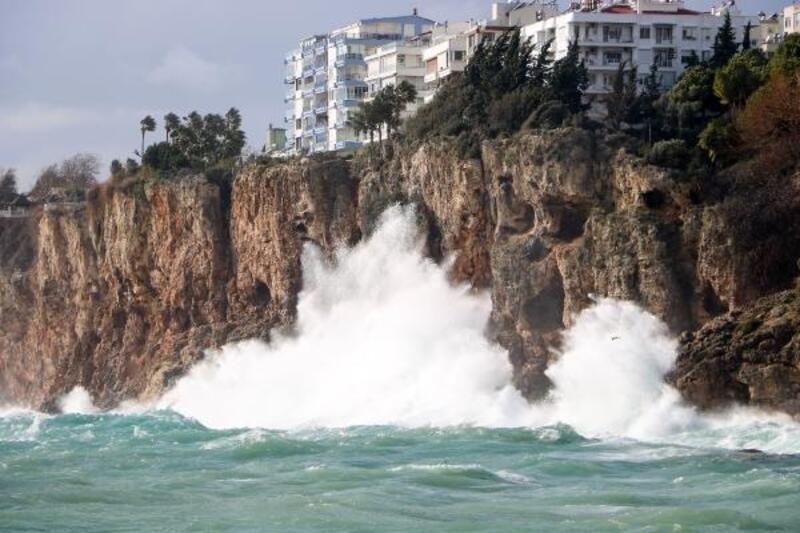 Antalya'da şiddetli rüzgar