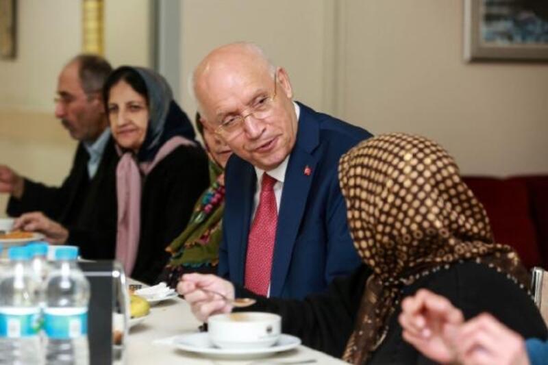 Başkan Yaşar, kanser hastalarının yakınlarını ziyaret etti