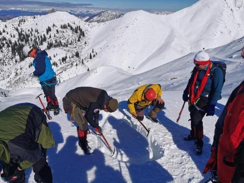 Düldül Dağı'nda sertifikalı dağcılık ve kış eğitimi