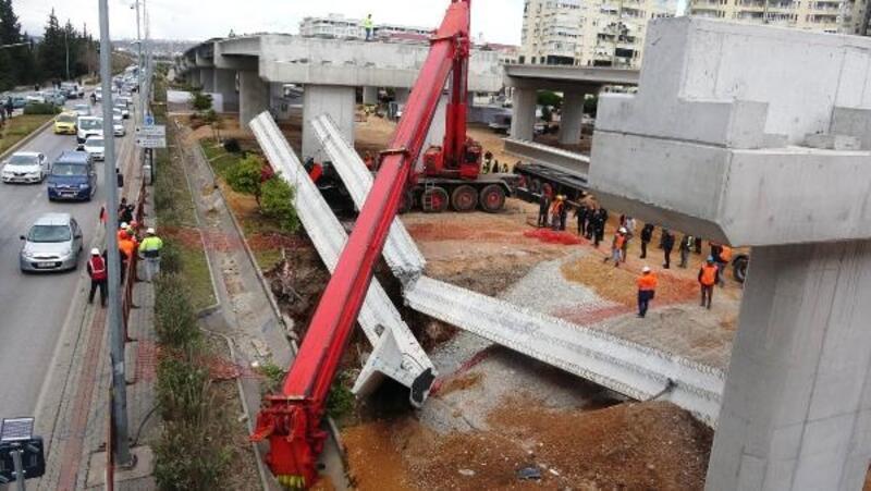 Vincin kolu kırıldı; beton bloklar kamyonun üzerine düştü
