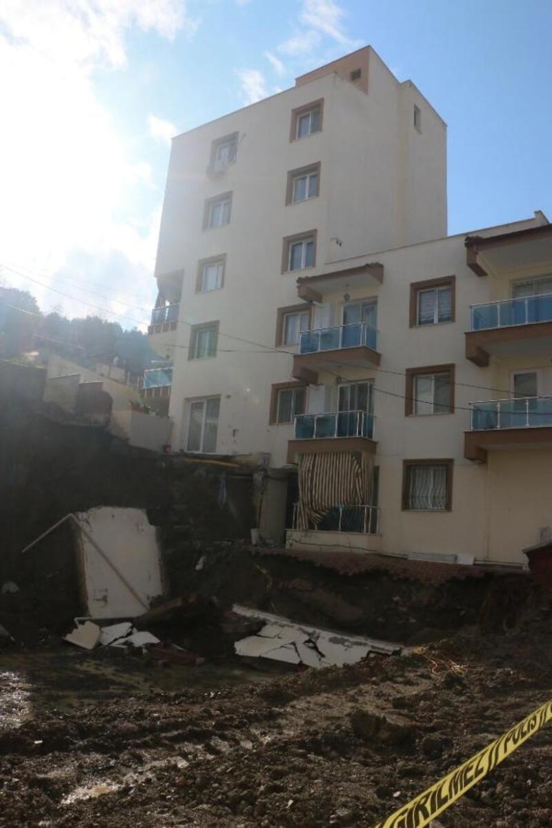 İnşaatın temel kazısı, yandaki 2 binanın temelini kaydırdı