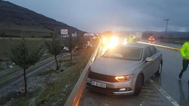 4 otomobilin karıştığı zincirleme kazada 2 kişi yaralandı
