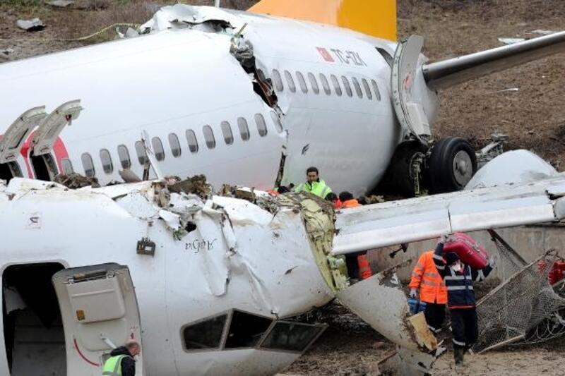 Yolcuların valizleri teslim edilmeye başlandı