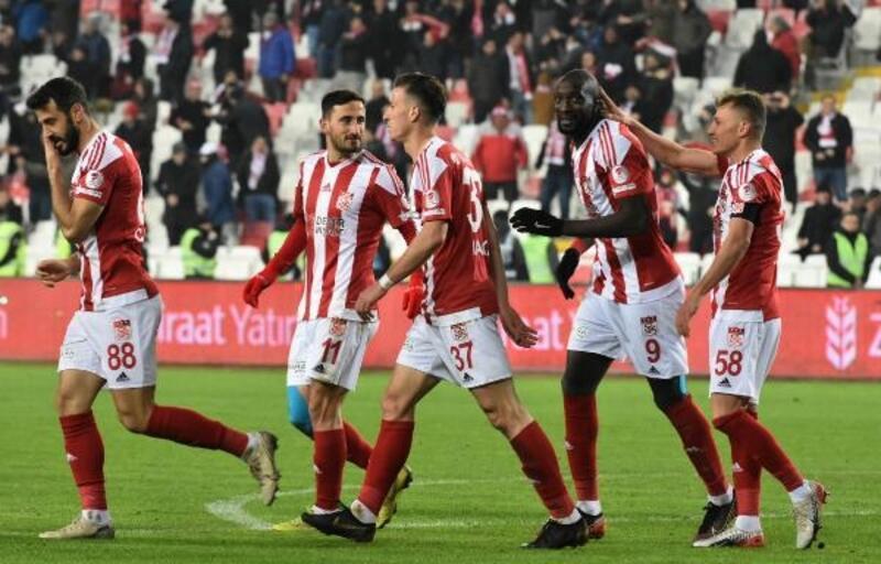 Başakşehir geçen sezon Sivas'ta kaybettiği liderliği geri alma peşinde