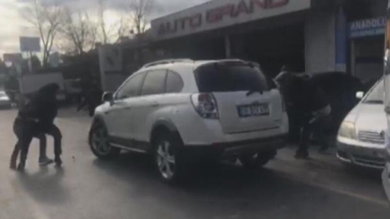 Otomobil hırsızlarına yapılan operasyon kamerada