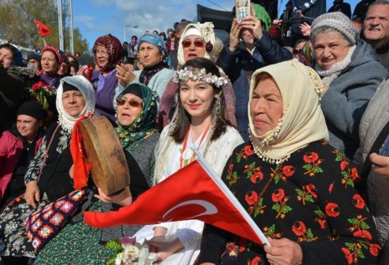 Datça, 'Badem Çiçeği Festivali' ile renklendi