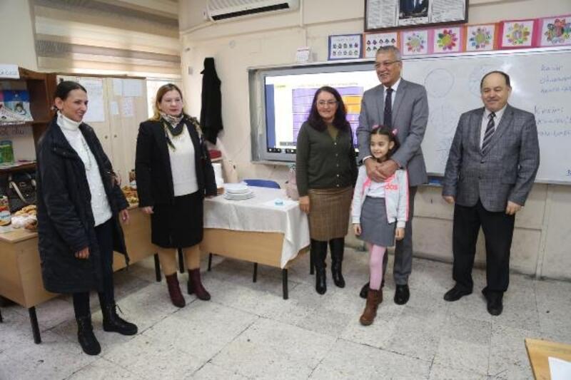 Özüm Ela davet etti, Başkan Tarhan sınıfına gitti