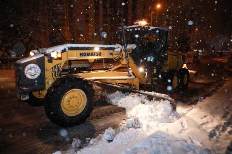 Talas'ta karla mücadele sürüyor