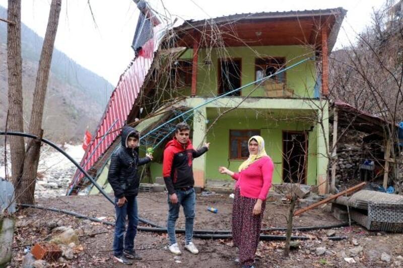 Kayseri'de sağanak sonrası selde, pansiyon kısmen yıkıldı