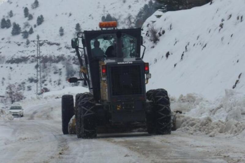 Adıyaman'da kar yağışından dolayı 9 köy yolu kapandı