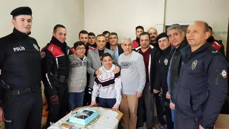 Yürüme güçlüğü çeken İhsan'a pasta kesip, şehir turu attırdılar