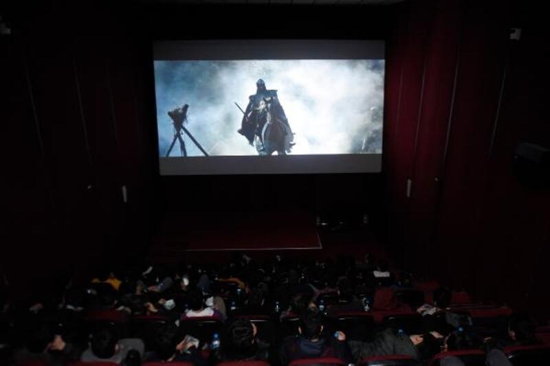 Öğrenciler, sinemada tarihi yaşıyor