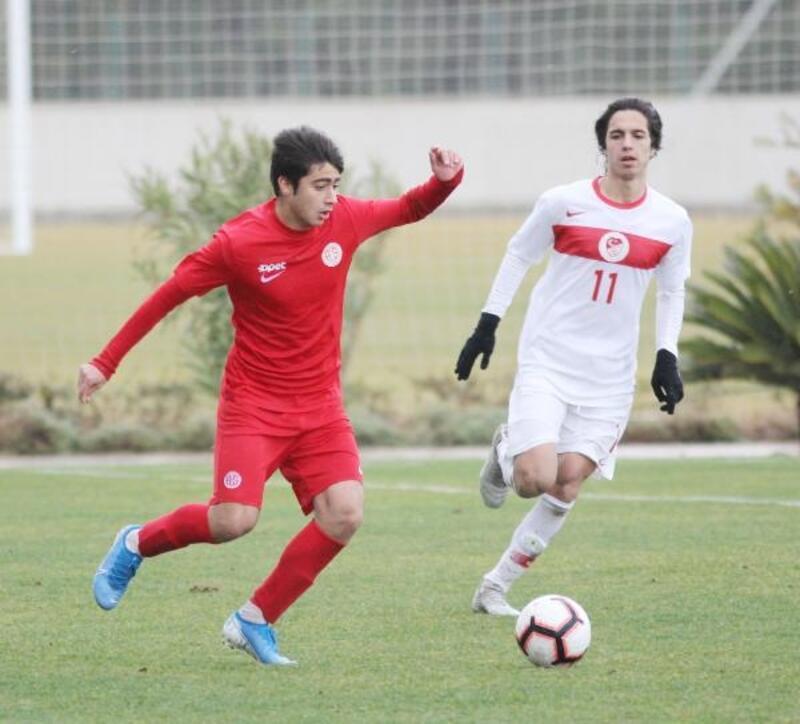 Antalyaspor'un gençlerinden gururlandıran başarı