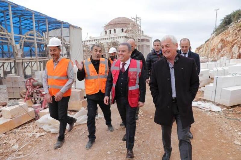 Başkan Böcek, cami inşaatını inceledi