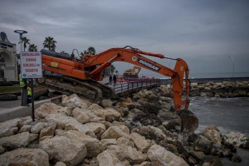 Mersin'de selin izleri silinmeye devam ediyor