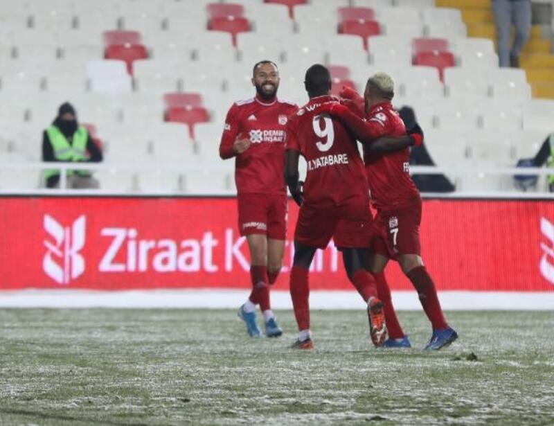 Fraport-TAV Antalyaspor, Demir Grup Sivasspor'u kupanın dışına itti
