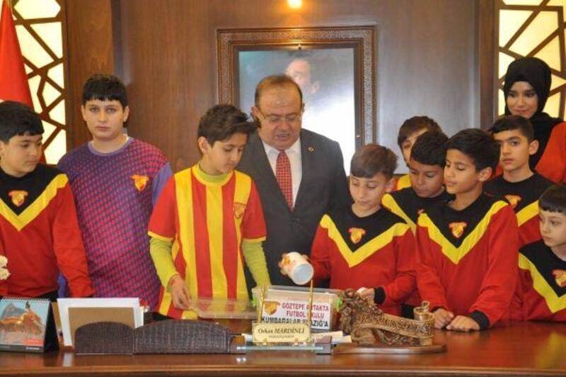 Minik futbolculardan 'Kumbaralar Elazığ'a' etkinliği
