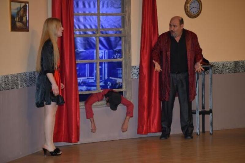 Çiğli'de 'Karmakarışık' oyununa büyük ilgi
