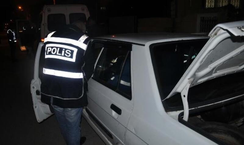 Polisin şok uygulamasında 2 tabanca ele geçirildi