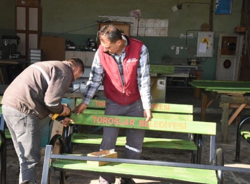 Toroslar'ın çehresi kent mobilyalarıyla güzelleşiyor