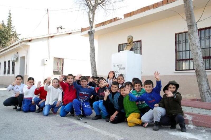 Seyhan'da okullar renkleniyor