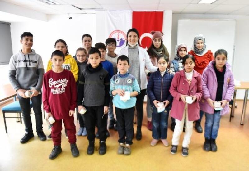 Göçmen çocuklar ağız ve diş sağlığı eğitimi verildi
