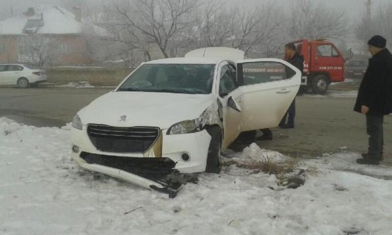 Otomobil refüje çaptı: 1 yaralı