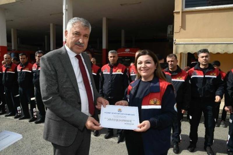 Başkan Zeydan Karalar'dan itfaiye personeline sertifika